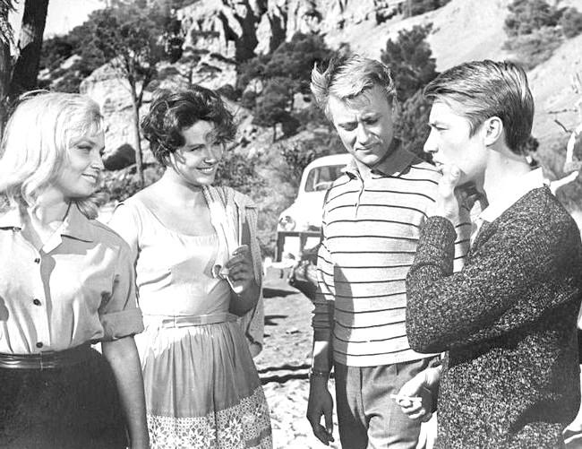 Двадцять комедій для зимового вечора: Три плюс дваСтарая добра радянська комедія про трьох друзів, які приїхали відпочивати на море. І все