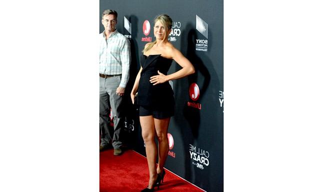 Дженніфер Еністон вагітна: Голлівудська кінодіва Дженніфер Еністон днями відвідала прем'єру фільму «Call Me Crazy: A Five Film» («Називай мене божевільною»).