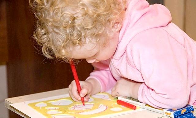 Якщо ваша дитина лівша: Добре, що ці часи канули в лету, хоча і в наш час особливо завзяті вчителі рвуться робити зауваження і все