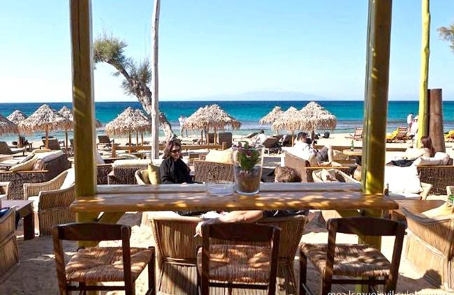 Європейські Багами: грецький острів Міконос: На Міконосе величезна кількість пляжів. Сам острів невеликий, і його можна перетнути на машині за півгодини, так що до будь-якого