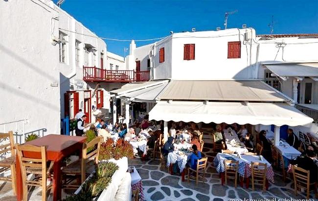 Європейські Багами: грецький острів Міконос: В ресторанах годують грецької їжею і дарами моря
