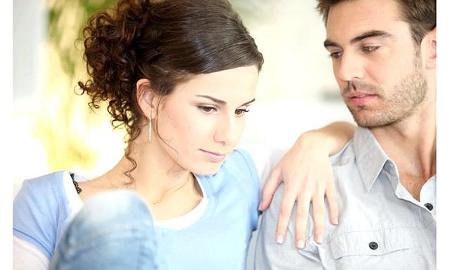 Глибоке декольте і міні-спідниця відштовхують чоловіків: