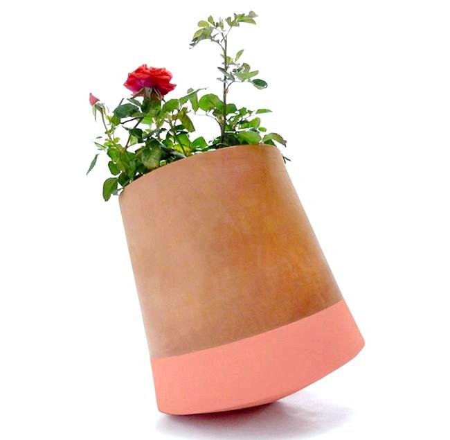 Горщики, що дозволяють повертати квіти до сонця: Керамічні ємності випускаються в двох різних розмірах і трьох відтінках. Всі квіткові горщики виготовляються вручну і є екологічно чистими.