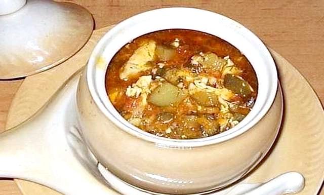 Готуємо в горщиках: 2.Томатний суп, запечений в духовкеІнгредіенти на 6 чоловік: 1 кг помідорів, 800 гр бульйону, 3