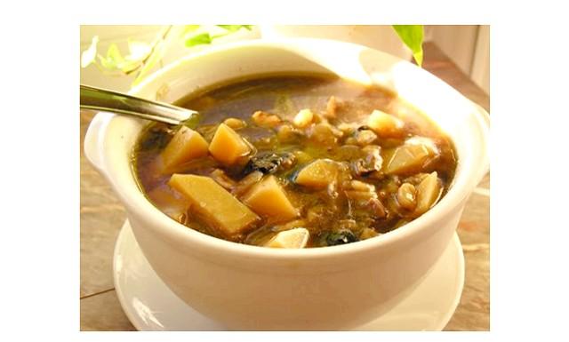 Грибні супи - прості рецепти зі свіжих лісових грибів: Суп з лісових грибів з картофелемПонадобітся: свіжі гриби, 2 бульби картоплі, по 1 моркви і