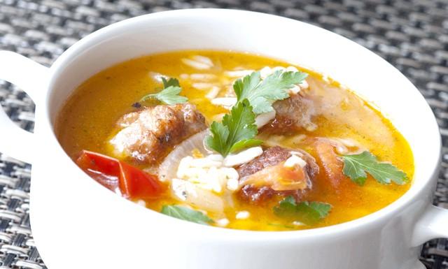 Грибні супи - прості рецепти зі свіжих лісових грибів: Грибний суп з рісомПонадобітся: свіжі лісові гриби, 2 яйця, & frac12; лимона, 3ст.л. вершкового масла, 2ст.л. рису