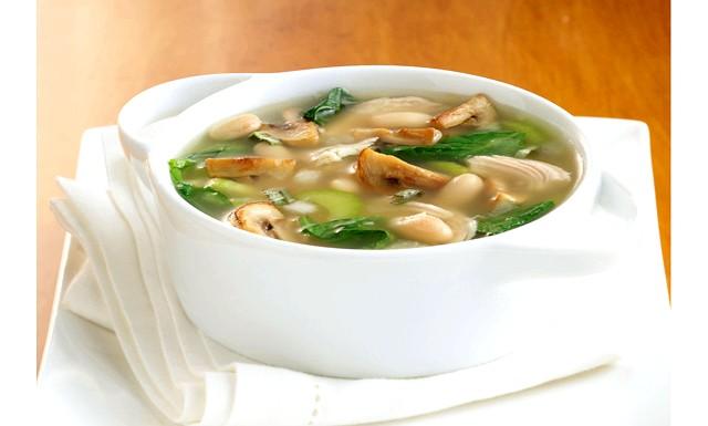 Грибні супи - прості рецепти зі свіжих лісових грибів: Грибний суп з овсянкойПонадобітся: 300г свіжих грибів, 2 цибулини, 1,5 склянки вівсяних пластівців, 4ст.л. рослинного масла,