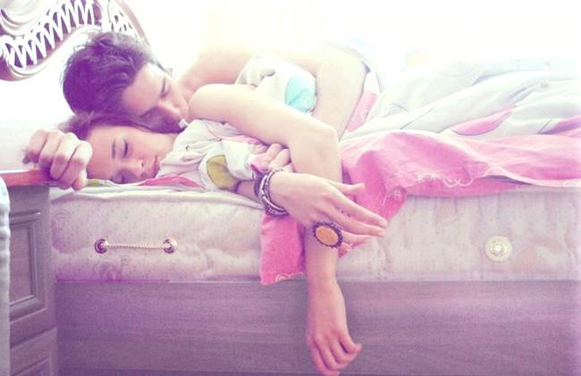 Худнемо під час поцілунків: Одягаючись щоранку, навряд чи хтось замислюється про те, що витрачає при цьому 40 ккал. Дивно, що відпочиваючи на дивані