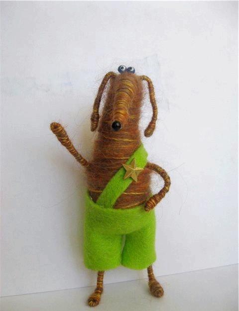 Іграшки з пробок: І вуаля! Наша іграшка готова. Ручки, ніжки можна надати будь форму.У мене