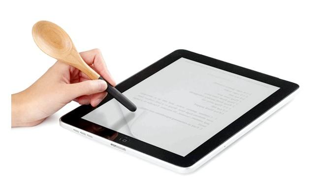 iЛожка: сьорбати борщ ложкою і одночасно тикати рукою в екран планшета дуже незручно, чи не так? Неправда. Вирішити найбільшу трудність