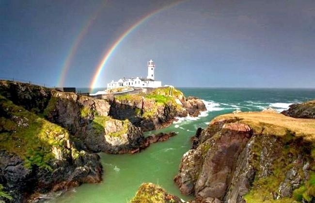 Ірландія - рай для мандрівників: [i] Маяк на узбережжі Лох-Суіллі [/ i]