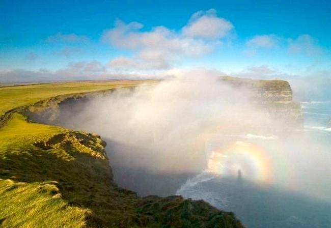 Ірландія - рай для мандрівників: [i] Веселка над кручами Мохер [/ i] на березі Атлантичного океану