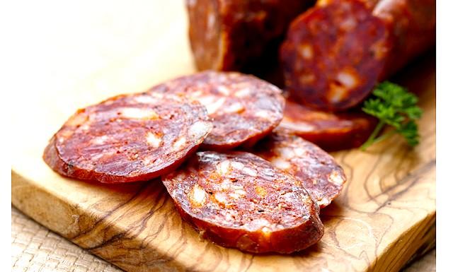 Іспанці приготували гігантську кров'яну ковбасу: Довжина ковбаси в сирому вигляді склала 187,2 метра, а в готовому вона дала