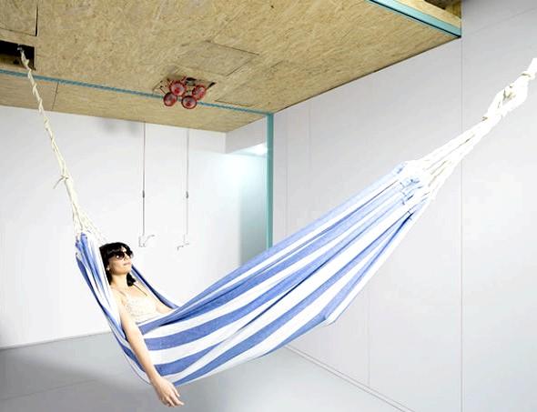 Іспанська мінімалізм: як жити в квартирі без меблів: В іспанській архітектурній фірмі вірять, що «життя - гра, а квартира в ній - сцена». Тому дизайнери охоче прийняли