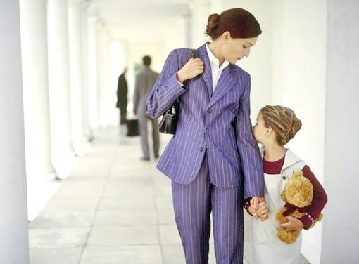 Як можна поміняти прізвище дитині після розлучення при його бажанні або без нього