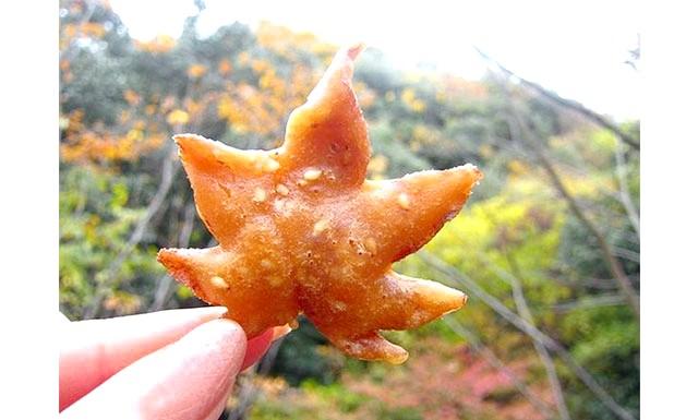 Вишукані смажені кленове листя з Японії: Ну що ж, не знаємо наскільки смачними виходять такі випічки, але виглядають вони цілком апетитно ...