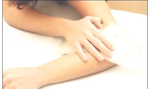 Як позбутися від комариних укусів: 5. Допоможе зняти почервоніння шкіри і позбутися неприємного свербіння нашатирний спирт. Протріть комариний укус ватним тампоном, попередньо змоченим
