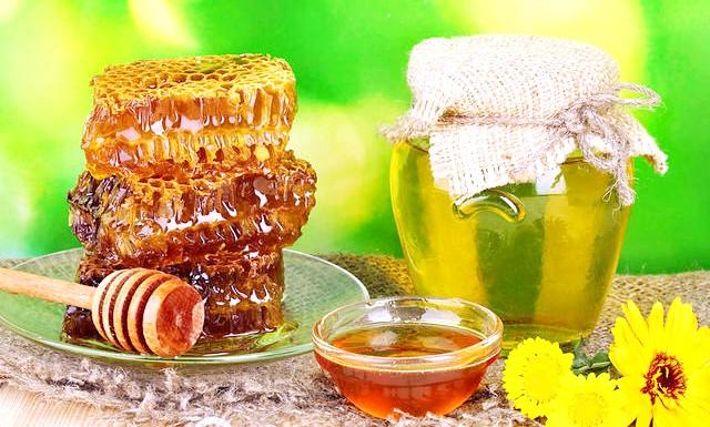 Як перевірити мед на натуральність: Мед - продукт не лише смачний і корисний, але і вельми дорогою. Тому нерідко можна купити фальсифікат, який і медом