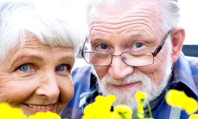 Як прожити на 35 років довше: 1. Велика кількість друзів (+ 7 років) Що стосується дружби, то тут чим більше, тим краще (і здоровіше). В