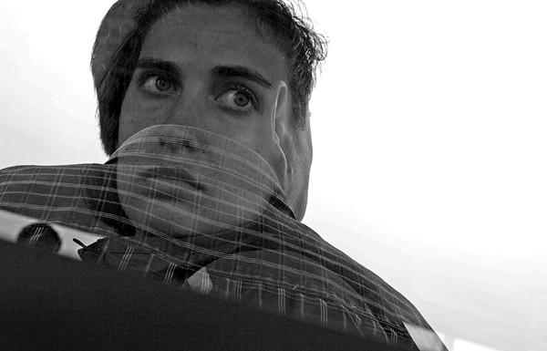 Як зробити гарний автопортрет: У відсутності штатива можна помістити камеру на будь-яку стійку поверхню. Для створення цього знімка я зміцнила фотоапарат на стільці. Діафрагма