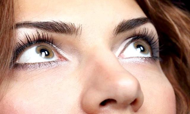Як врятувати очі від комп'ютера: Метод полягає в тому, що кожні 20 хвилин потрібно відривати очі від монітора і, дивлячись на відстань 20 футів (шість