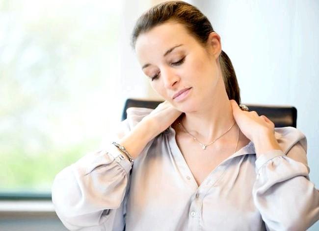 Як спалити калорії в офісі і зробити вправи ефективніше: Стрес може сприяти появі зайвої ваги швидше, ніж якщо Ви з'їсте упаковку морозива. І у багатьох людей все скупчується в