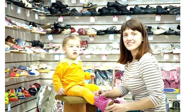 Як вибрати взуття дитині: Як вибрати взуття дитині? Вибираючи взуття для своїх дітей, намагайтеся враховувати безліч маленьких деталей. Саме від