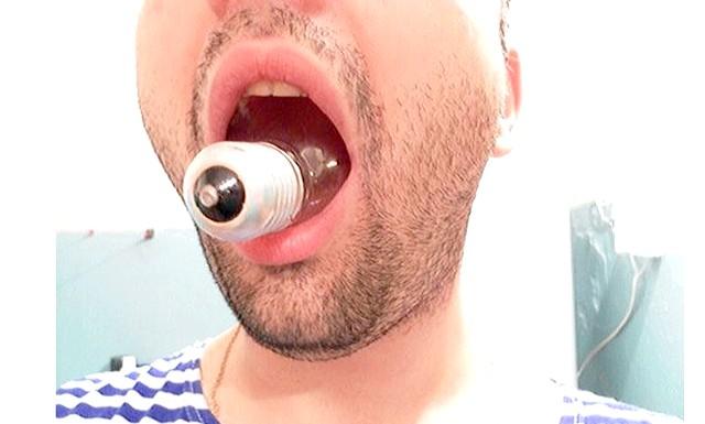 Як витягнути лампочку з рота без травматолога: Якщо ж ви, все таки, примудрилися це зробити і засунули лампочку в рот. Дотримуйтесь інструкцій нижче.