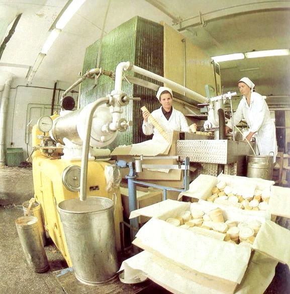 Яким було і скільки коштувало радянське морозиво: З 1966 року морозиво в СРСР випускалося по міжреспубліканськими технічним умовам, а з 1980 року - за галузевим стандартом. Від