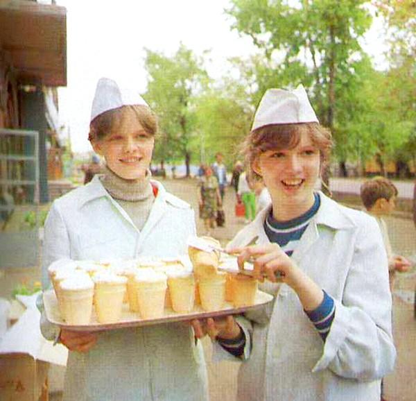 Яким було і скільки коштувало радянське морозиво: А були ж ще торт-морозиво з кремом за рубль сорок і три з чимось, пломбір «Молочний» і «Екскімо» на паличці