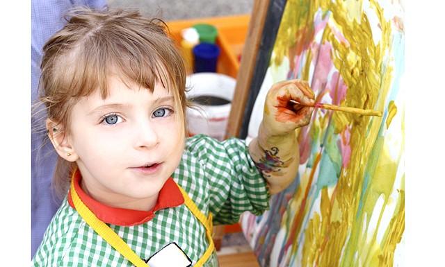 Якого кольору фантазія: роль малювання у житті дітей: [i] «Діти повинні жити у світі краси, гри, казки, музики, малюнка, фантазії, творчості». [/ I] В.А.Сухомлинский
