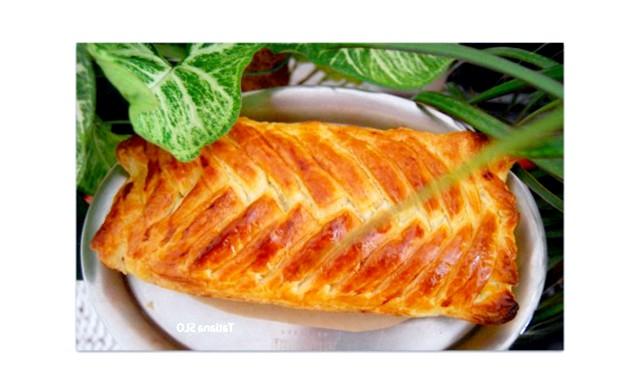 Капустяний пиріг за 30 хв: Нам потрібно: 300 гр. квашеної капусти300 гр. нашаткованої звичайної капусти1 цибулю