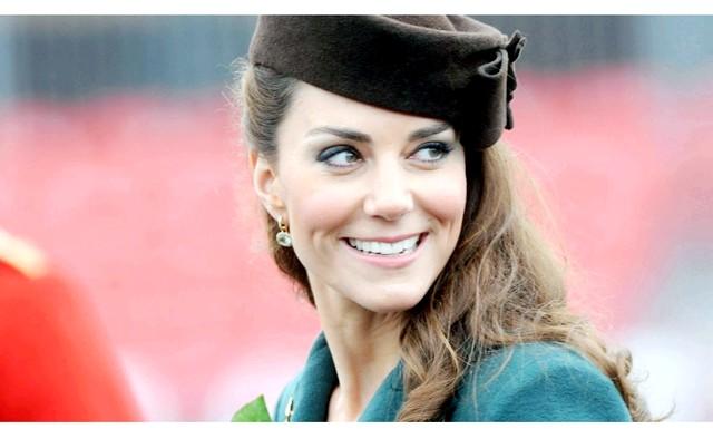 Кейт Міддлтон вагітна дівчатками-близнятами: Гучний заголовок винесено на обкладинку видання. У палаці чутки підтвердили і повідомили, що Кейт поправилась на 5 кг.
