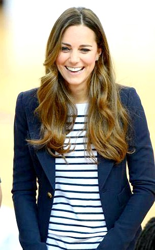 Кейт Міддлтон грала у волейбол без чоловіка: Нагадаємо, [i] принц Джордж народився 22 липня [/ i]. Він став третім претендентом на британський престол (після свого діда принца Чарльза і батька