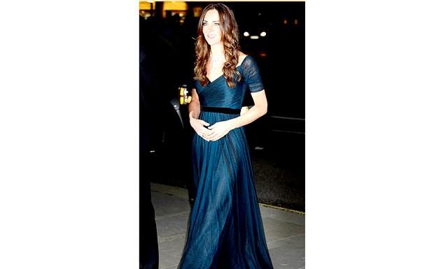 Кейт Міддлтон спустила цілий статок на нове плаття: Перед тим, як відправитися з родиною до Австралії, Кейт вирішила пройтися по магазинах і заглянула в один з модних бутиків,