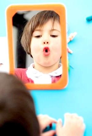 Коли дитині потрібно логопед ?: Як допомогти дитині правильно говорітьНасколько правильно і добре розвиватиметься дитяча мова, багато в чому залежить від