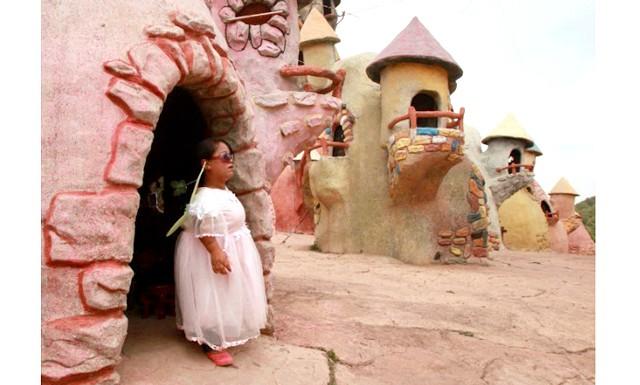 Королівство гномів - оригінальний проект китайської влади: Основним заняттям місцевих жителів є розвага туристів. Так, наприклад, в Королівстві регулярно проводяться театралізовані вистави, карнавали. Місцеве населення - це