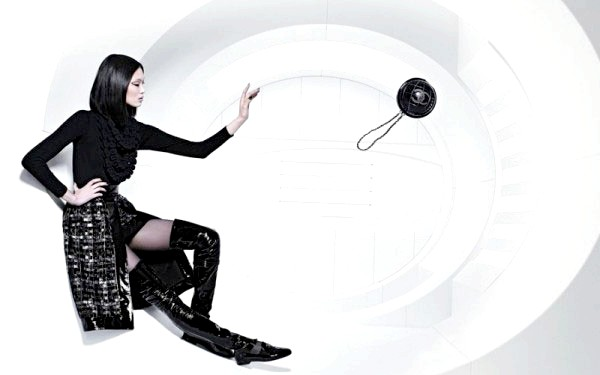 Космічна рекламна кампанія Chanel: Для зйомок у рекламній кампанії були запрошені знамениті моделі міжнародного рівня - Ешлі Гуд (Великобританія), Чихару Окунугі (Японія) і Су