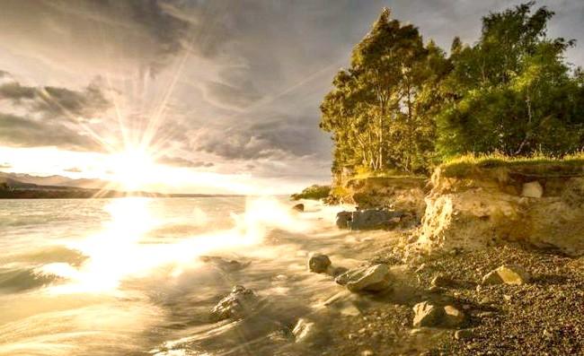 Краса Новій Зеландії: Захід на озері Пукакі.