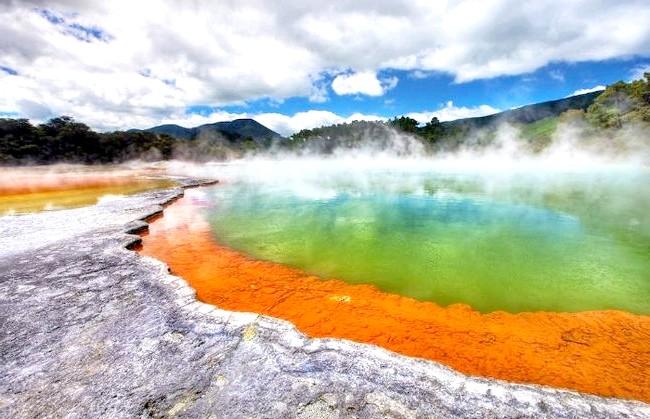 Краса Новій Зеландії: Гаряче джерело УАИ-О-Тапу.