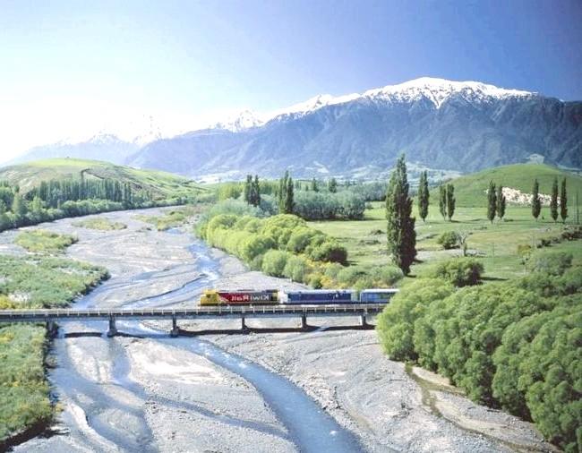 Краса Новій Зеландії: Залізниця в Новій Зеландії - маршрут з Крайстчерч в Греймут вважається самим мальовничим в країні.