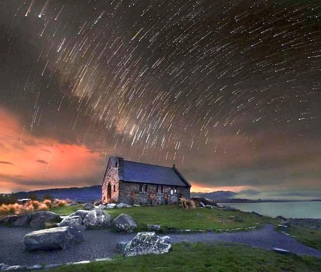Краса Новій Зеландії: Зоряне небо над церквою.