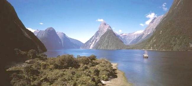 Краса Новій Зеландії: Фіорд Мілфорд-Саунд - Редьярд Кіплінг назвав його «восьмим чудом світу».
