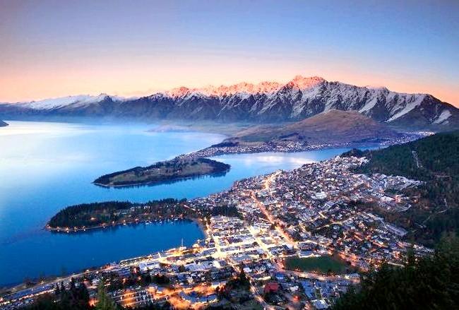 Краса Новій Зеландії: Захід над містом-курортом Куинстаун.