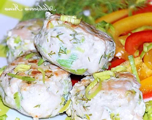 Курячі котлетки від еварушніц: Котлети курячі з цибулею пореєм від Swetik-semizwetik http://proevu.ru/131450 Інгредієнти: куряче філе - 1 кг