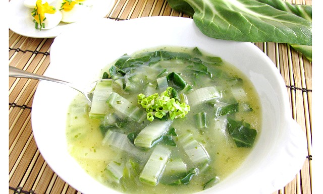 Легкі супи для схуднення: [i] Інгредієнти: [/ i] 6 великих цибулин, 1 пучок селери, 1 качан капусти середнього розміру, 1 великий зелений перець, 1 банка цілих томатів.