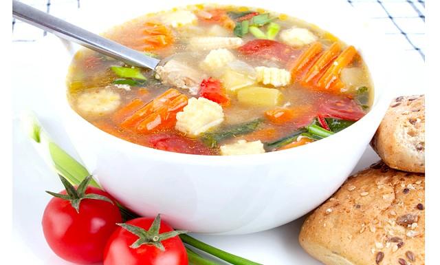 Легкі супи для схуднення: [i] Інгредієнти: [/ i] 1 великий корінь селери, 5 томатів середнього розміру, 1 морква, 1 головку ріпчастої цибулі, 2 столові ложки оливкової олії,