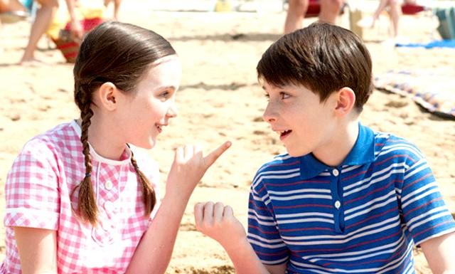 Літні канікули в листопаді: У фільмі зачіпаються важливі питання. Наприклад, що робити, якщо хропіння бабусі схожий на звук трактора? Або як батькам допомогти дитині