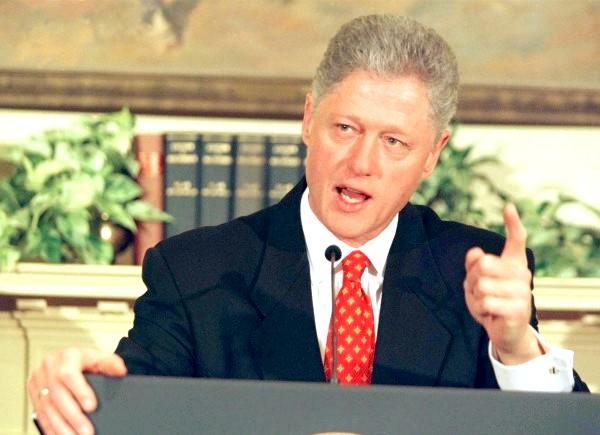 Левінські порушила мовчання: Відносно Клінтона була навіть запущена процедура імпічменту. Однак Біллу все ж вдалося протриматися до кінця президентського терміну. Що ж