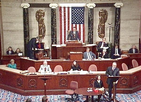 Левінські порушила мовчання: Наприклад, знаменитий Овальний кабінет, у якому усамітнювалися Моніка і Білл, прозвали «Оральним».